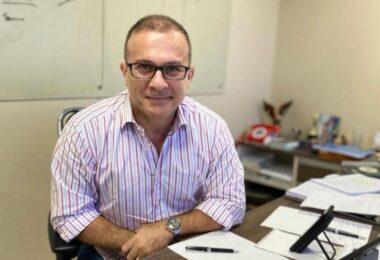 'Para a tristeza dessa meia dúzia, sou oficialmente candidato a prefeito de Manaus', comemora Chico Preto
