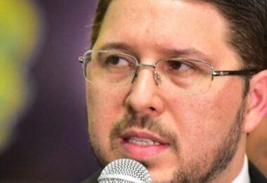 Comandante intelectual da Susam, Carlos Almeida, agora, faz de conta que nada tem a ver com a saúde do AM