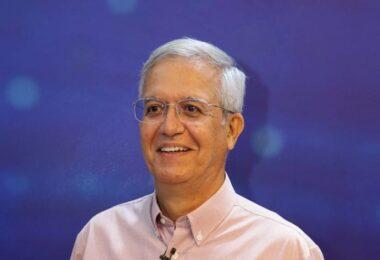 Em meio à campanha, Romero Reis lança livro com ideias e soluções para capital