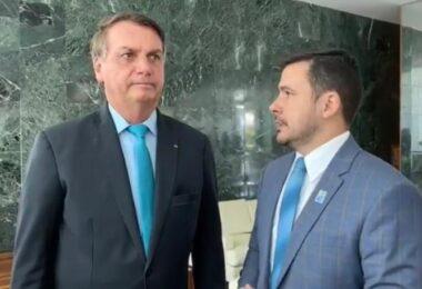 Ao lado de Alberto Neto, Bolsonaro diz que a Amazônia 'poder ser a independência econômica do País'