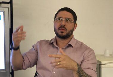 Investigado pela PF e envolvido em escândalos, Carlos Almeida 'desaparece' da vice-governadoria