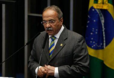 Barroso determina afastamento de Chico Rodrigues do cargo de senador
