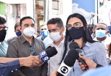 Secretária municipal de Saúde, Shadia Fraxe, é vacinada contra a Covid-19