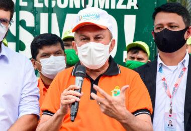 Sabá Reis, secretário da Semulsp, recebe vacina contra a Covid-19 em Manaus