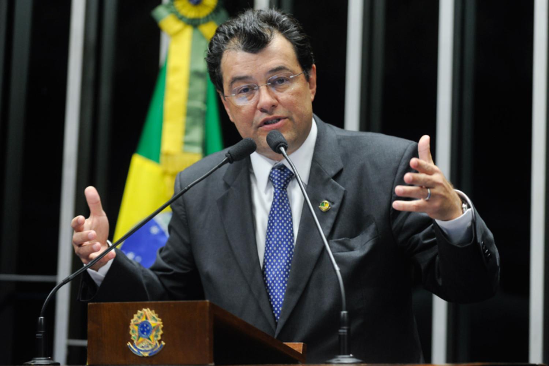 Ex-líder do governo Dilma, Eduardo Braga tenta 'surfar' na onda bolsonarista de recuperação e ampliação da BR-319
