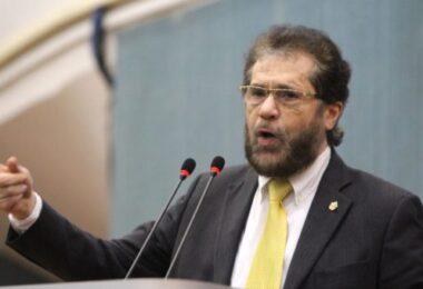 Plínio Valério afirma que votará contra a privatização da Petrobras