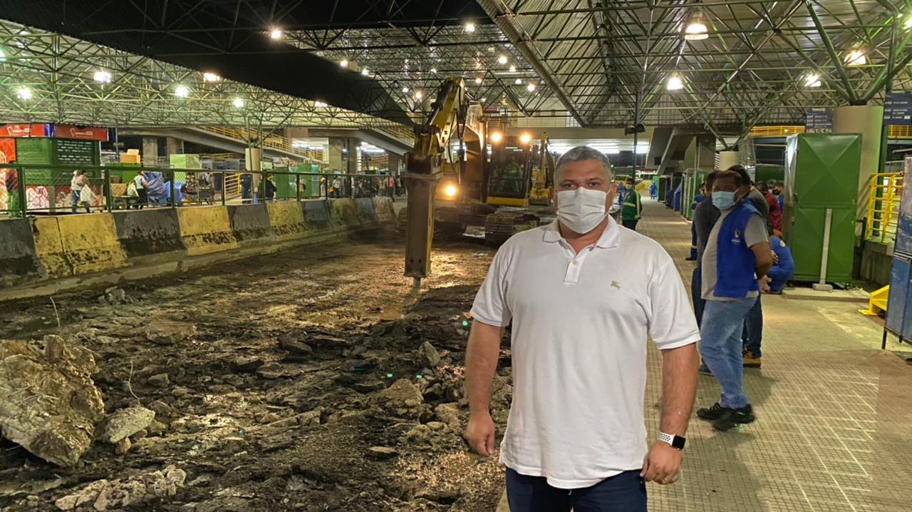 Gestão de Arthur Neto gastou milhões em obras inacabadas ou sem condições de uso, diz vereador
