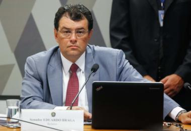 Eduardo Braga esquece que foi contra decisão do Governo do AM de fechar comércio no estado
