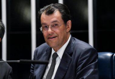 Eduardo Braga garante na Justiça direito a pensão vitalícia no valor de R$ 34 mil; Omar Aziz também tem direito ao benefício