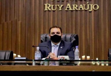 Roberto Cidade autorizou o gasto de mais de R$ 12 milhões com contratos na Aleam