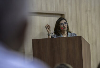 Juíza federal determina vacinação dos trabalhadores da educação de Manaus