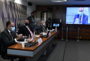 Barra Torres confirma ter havido sugestão de mudar bula da cloroquina