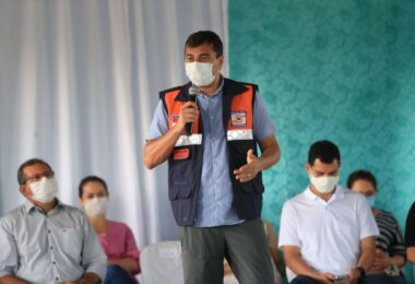 Wilson Lima entrega 3 toneladas de alimentos na Zona Sul de Manaus