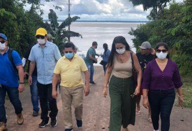Deputado Sinésio Campos visita obras de porto em Itacoatiara