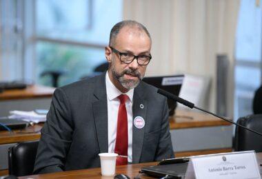 CPI da Covid ouve presidente da Anvisa e pode convocar ministros e governadores
