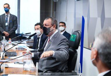 Omar diz que tomará providências sobre a investigação da PF