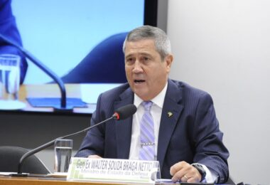 Ministro da Defesa nega existência de leitos ociosos em hospitais militares