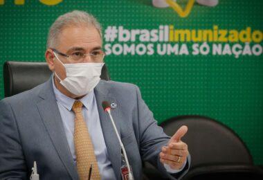 Ministro da Saúde anuncia chegada de avião com 1,5 milhão de vacinas da Janssen