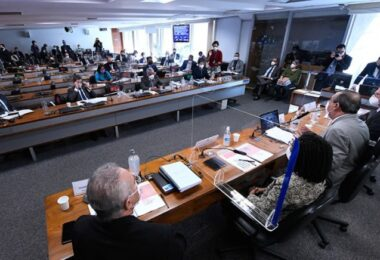 Suspeitas sobre a compra da Covaxin dominam debate da CPI da Pandemia
