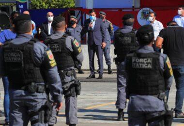 Wilson Lima anuncia pagamento de abono fardamento para policiais militares e bombeiros
