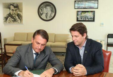 Bolsonaro assina decreto que regulamenta a Lei Rouanet