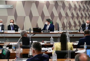 Senadores desconfiam de fácil acesso de reverendo ao Ministério da Saúde