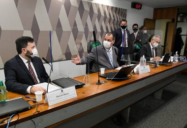 Blanco discutia venda de vacinas para empresas sem autorização legal