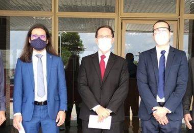 Novos juízes fazem visita ao TRE-AM