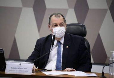 Omar Aziz chama filho mais novo de Bolsonaro de 'marginal'
