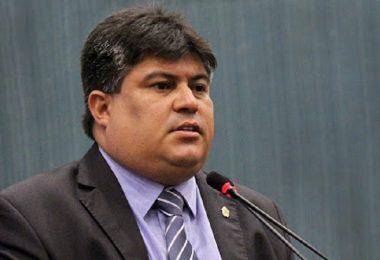 David Reis diz que vereadores decidirão se licitação das 41 picapes vai continuar na CMM